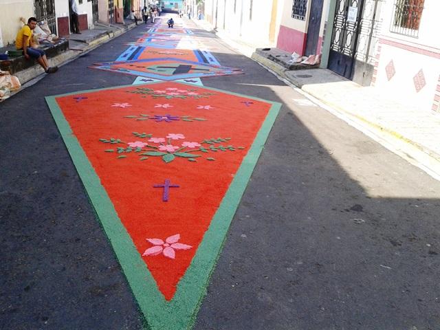 Reflexiones sobre las alfombras de semana santa m s all for Que son las alfombras